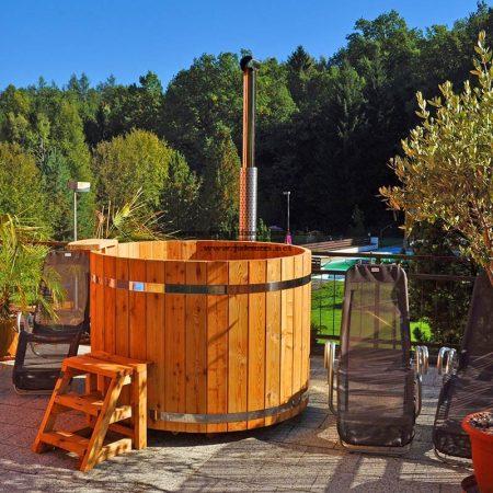 Észt vörösfenyő fürdő dézsa 160 cm-es külső alumínium kályhás (35kw)++